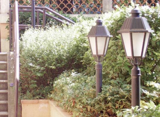 schöne mediterrane Gartenlampe Nr. 57525 von Surya Luce Terme. Material: hochwertiger Aluminiumguss.