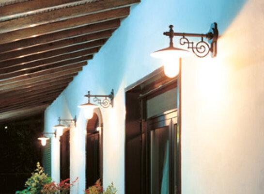 schöne Wandleuchte für Außen Nr. 41213 von Surya Luce aus Italien. Die Leuchten Serie Plates gibt es in verschiedenen Ausführungen und Farben.
