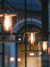 exklusive Designer Deckenlampe Lampiok aus der Außenleuchten Manufaktur Roger Pradier Saint Maur, Frankreich. Design by Stéphane Joyeux.  1278 / 224mm. Lampengehäuse: H 317 x W 224mm. Kupfer.