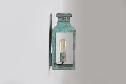 schöne, historische Außenleuchte aus der Leuchtenmanufaktur Lum Art aka Atelier LuminArt.