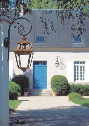 Place des Vosges 2 Nr. 02 aus Messing klassische Wandlampe am Bischofsstabvon Roger Pradier