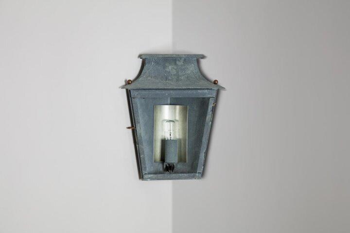 Passy Ecklampe Nr. 270 Wandlaterne für die 90° Montage im Winkel von LumArt.